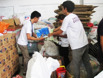 Gates extends help to victims of Typhoon Maring